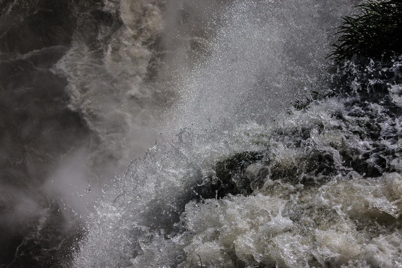 Gerbe d'eau d'une des chutes d'Iguazu, Brésil