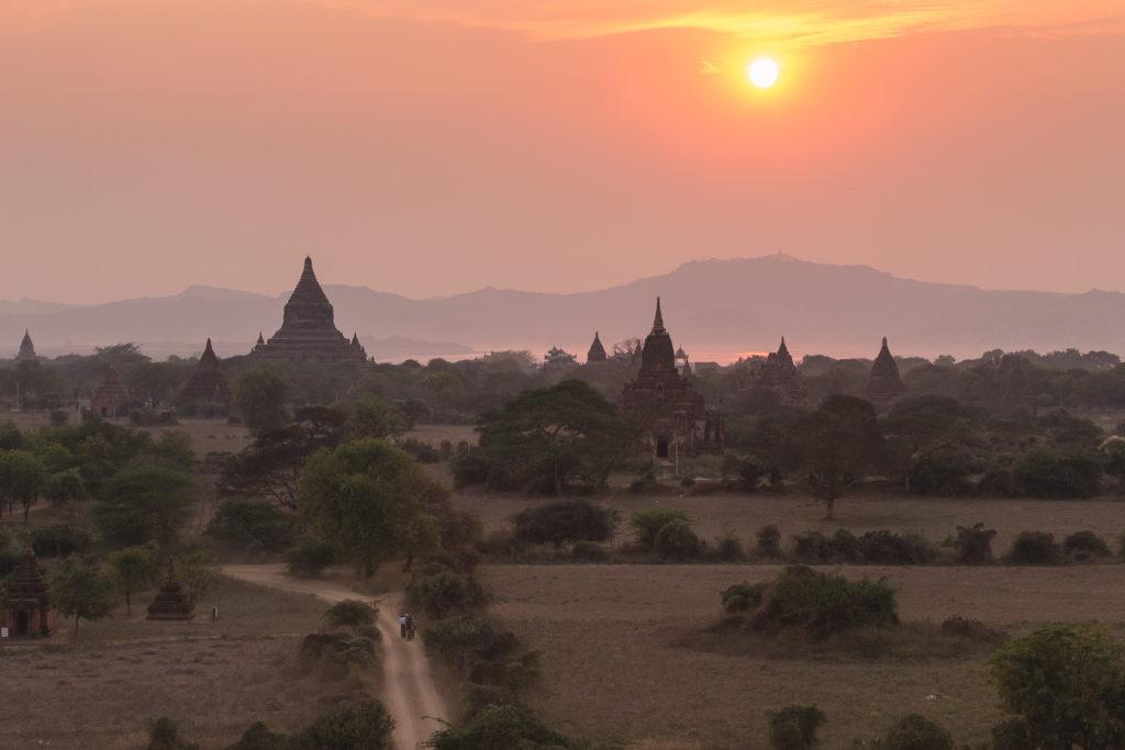Coucher de soleil sur Bagan, Birmanie Myanmar