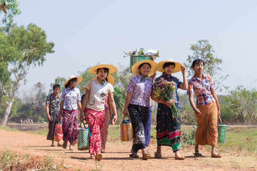 De retour du marché, Lac Inlé, Birmanie