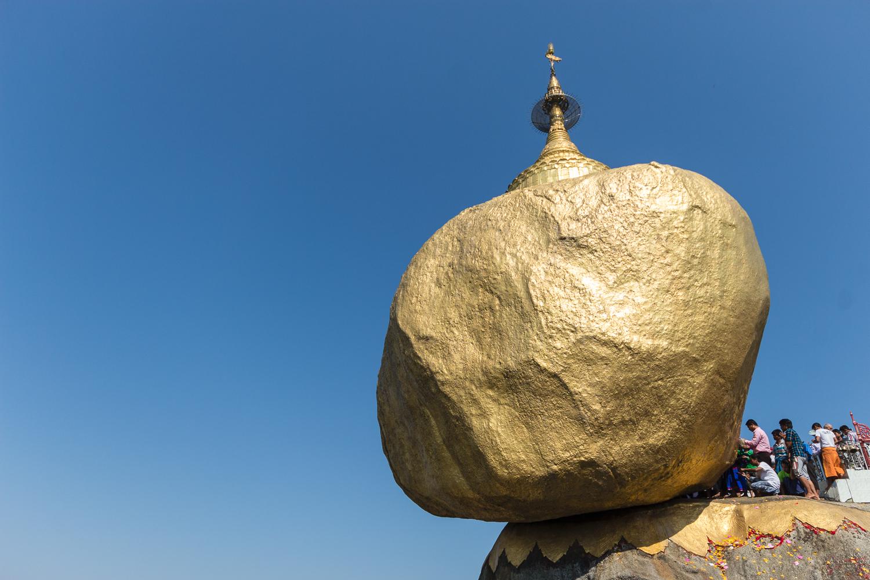 Pélerins au Rocher d'Or, Birmanie Myanmar