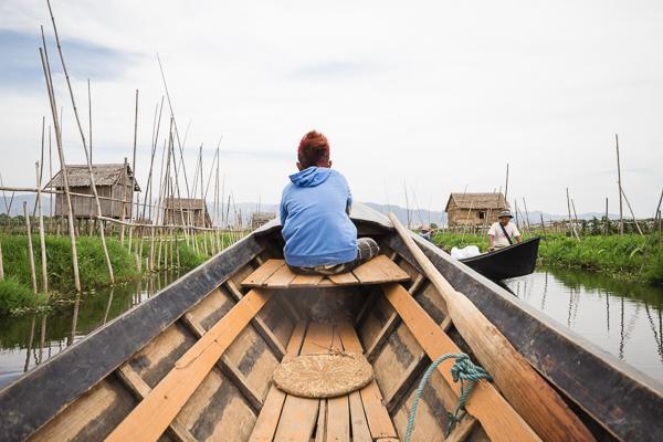 En pirogue sur le Lac Inlé, Birmanie