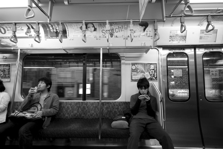Dans le métro de Tokyo, Japon
