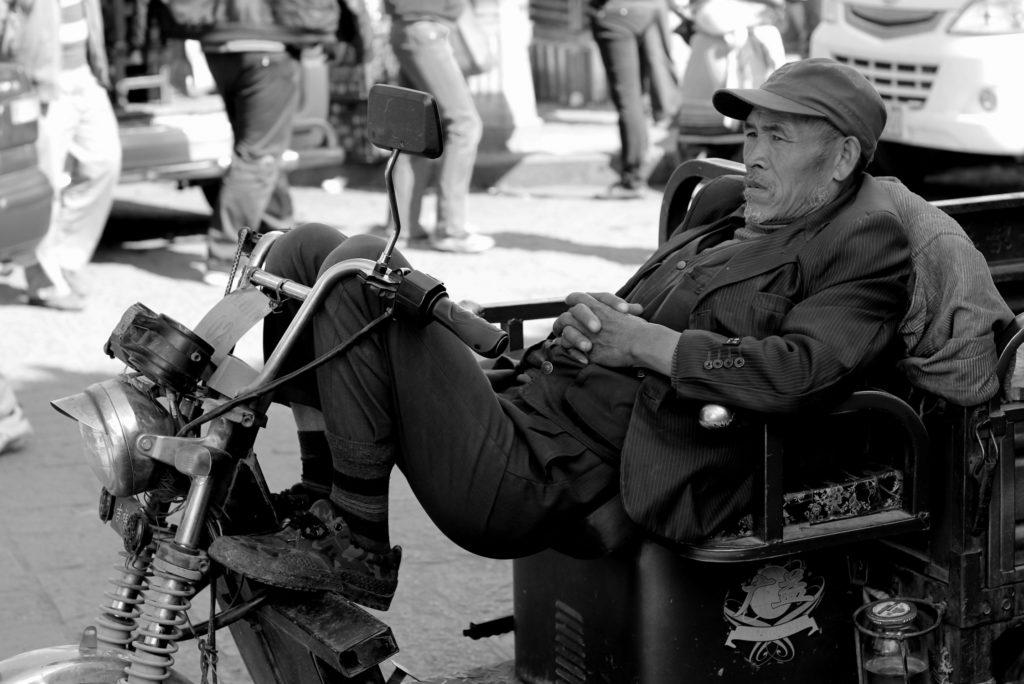 Portrait d'un homme sur son tricyle, Chine