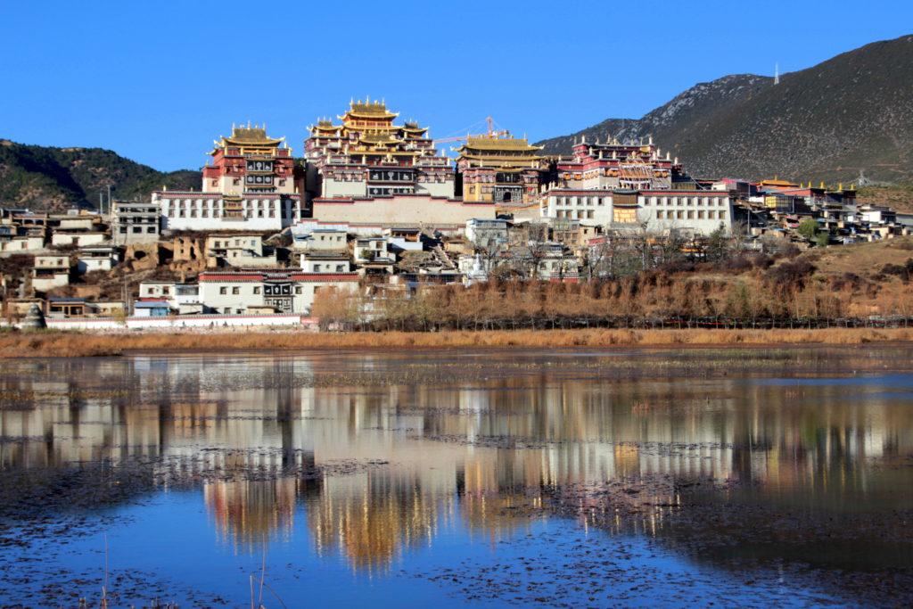Monastère tibétain vers Zhongdian ou Shangri-La, Yunnan, Chine