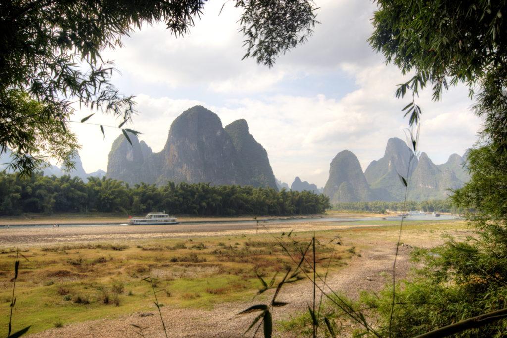 Rivière Li au milieu des montagnes pain de sucre, Yangshuo, Chine