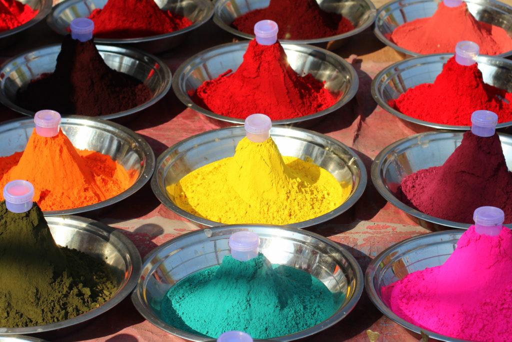 Pigments colorés indiens à Orchha, Inde
