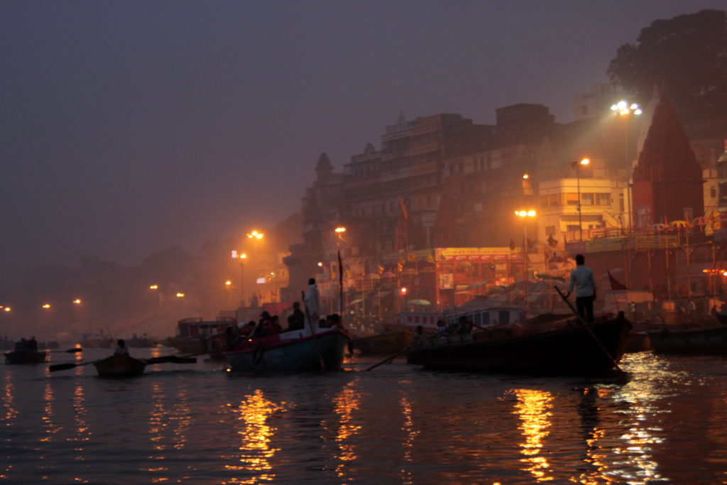 Sur le Gange à Varanasi au lever du jour, Inde