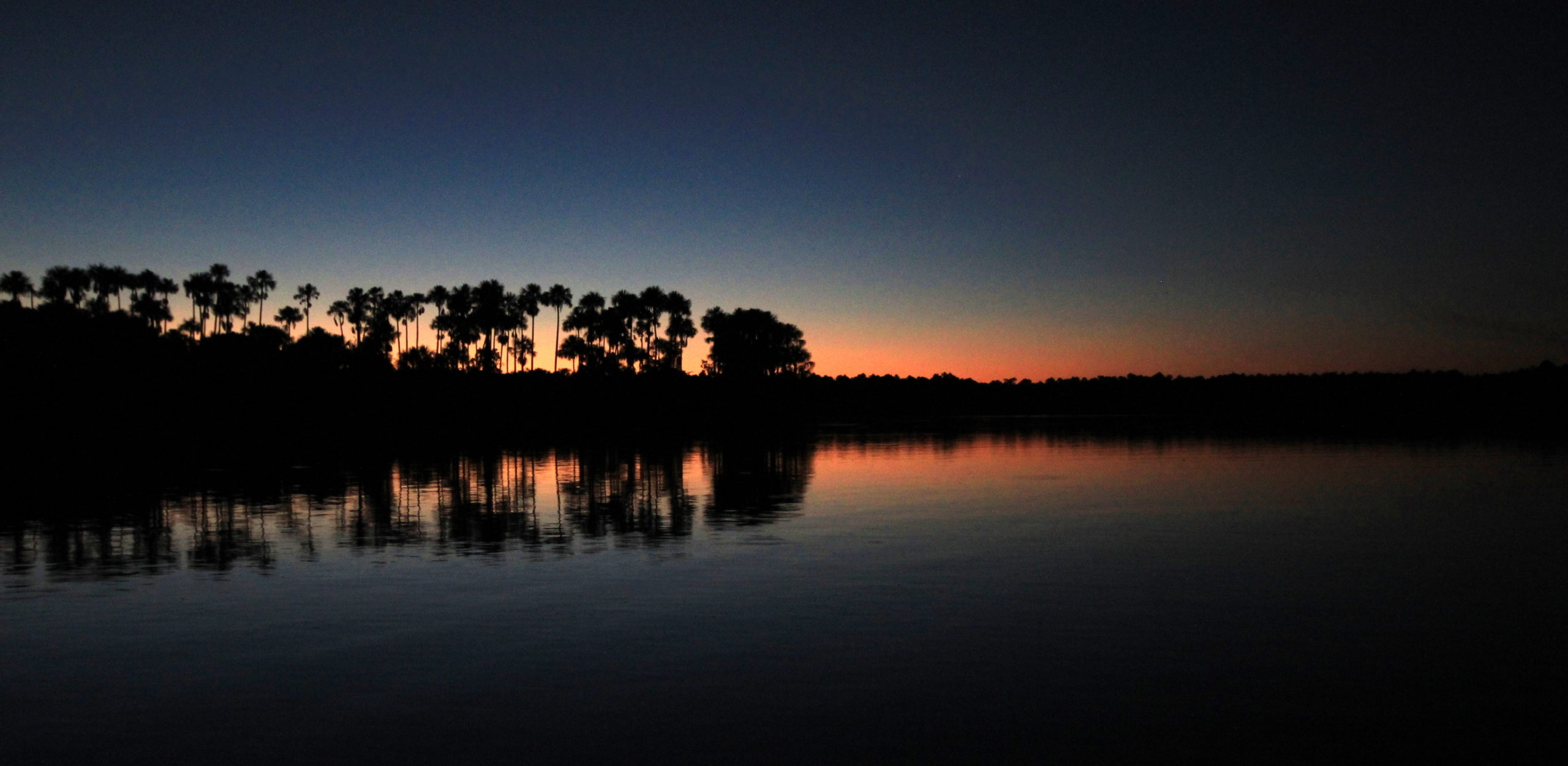 Coucher de soleil sur le lac Sandocal, Amazonie, Pérou
