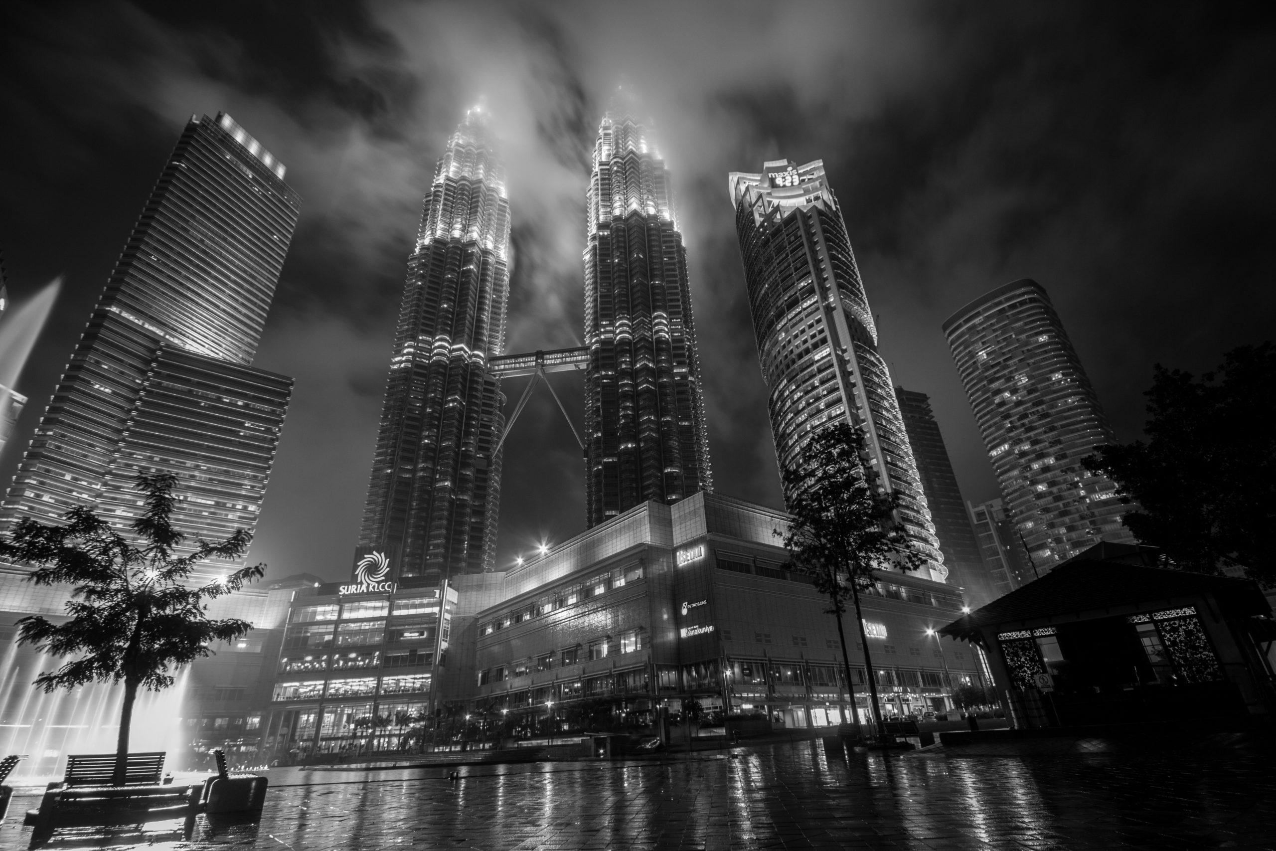 Tours jumelles Petronas, Kuala Lumpur, Malaise