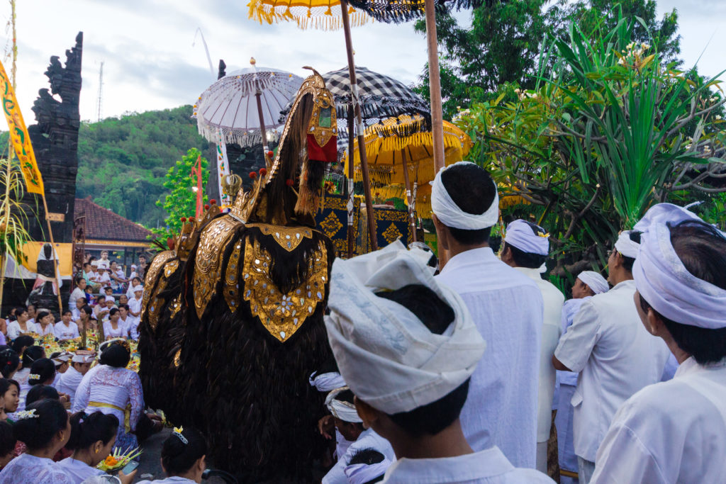 Procession à Padangbai, Bali, Indonésie