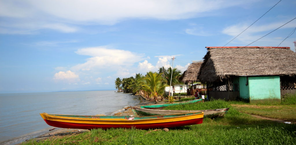 Village de pêcheurs vers Livingston, côte Caraïbe, Guatemala