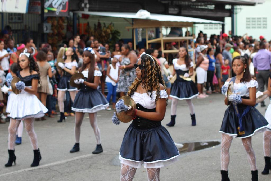 Défilé de fanfares à Limon, Costa Rica