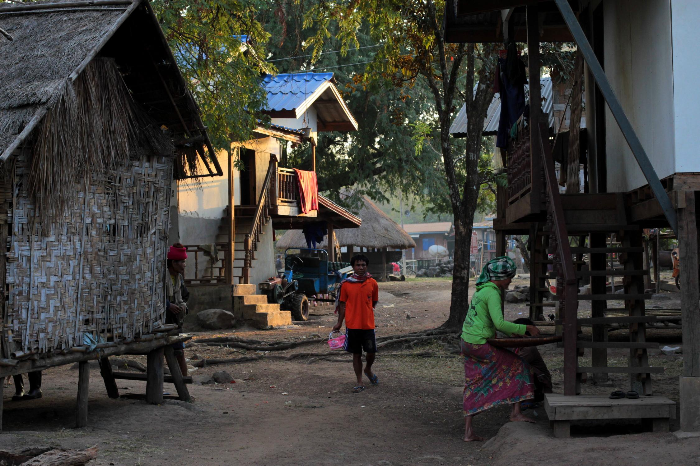 Village du plateau des Bolovens, Laos