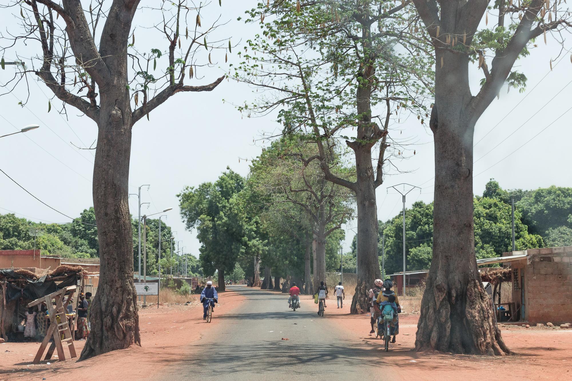Sur la route au Burkina Faso
