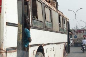 Passagers d'un bus de Bobo Dioulasso, Burkina Faso