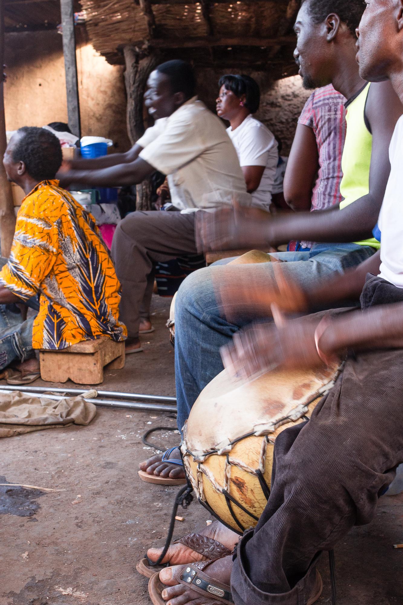 Joueurs de bara au cabaret Poto Poto, Bobo Dioulasso, Burkina Faso