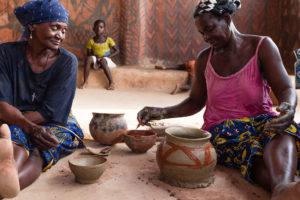 Potières dans la région de Tiébélé, Burkina Faso