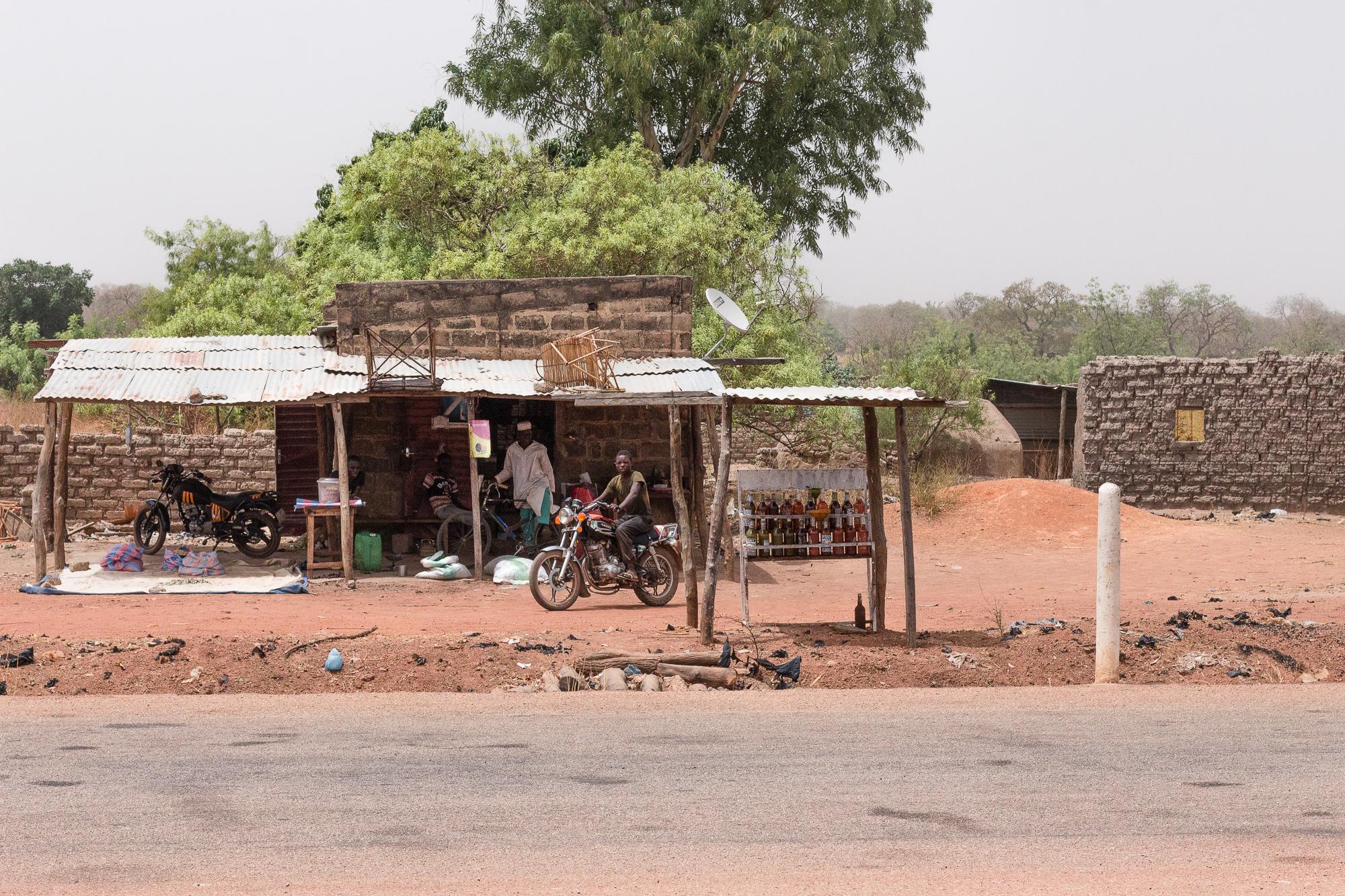 Magasin sur la bord de la route, Burkina Faso