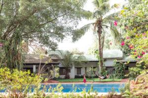 Hamac, piscine et végétation luxuriante de l'hôtel Canne à Sucre, Banfora, Burkina Faso