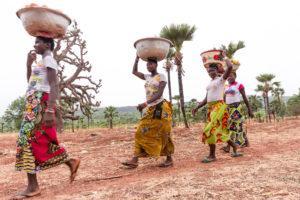 Porteuses de mangues dans la région de Banfora, Burkina Faso