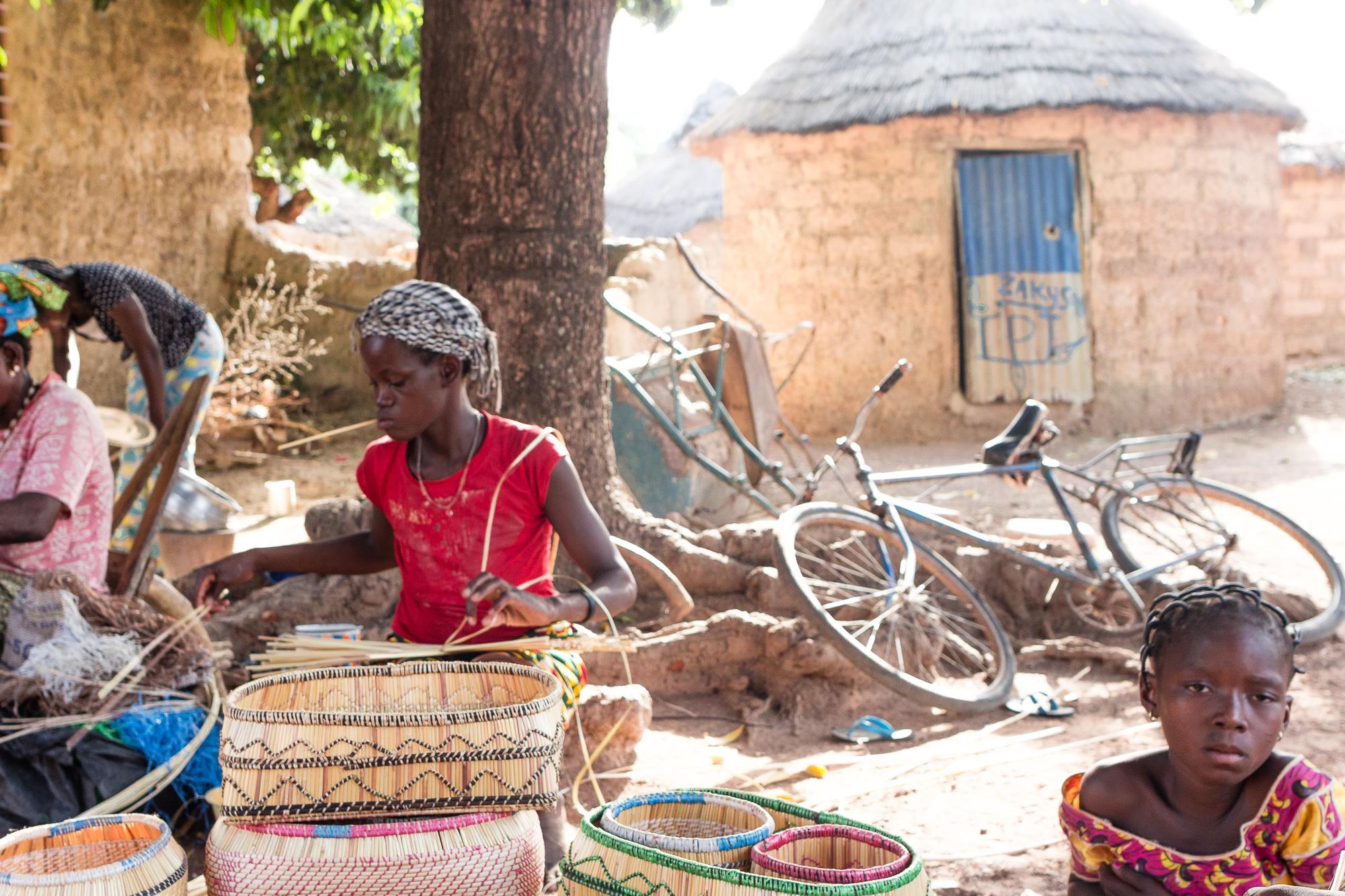 Village Lobi de vannières, artisanat Lobi, Burkina Faso