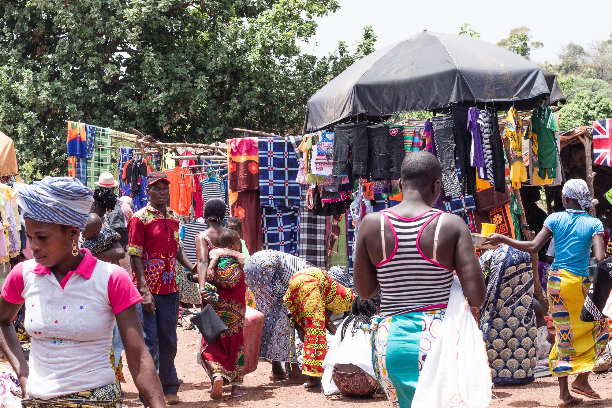 marché de Doudou, pays Lobi, Burkina Faso