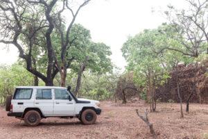 Landcruiser face aux ruines de Loropeni, Burkina Faso