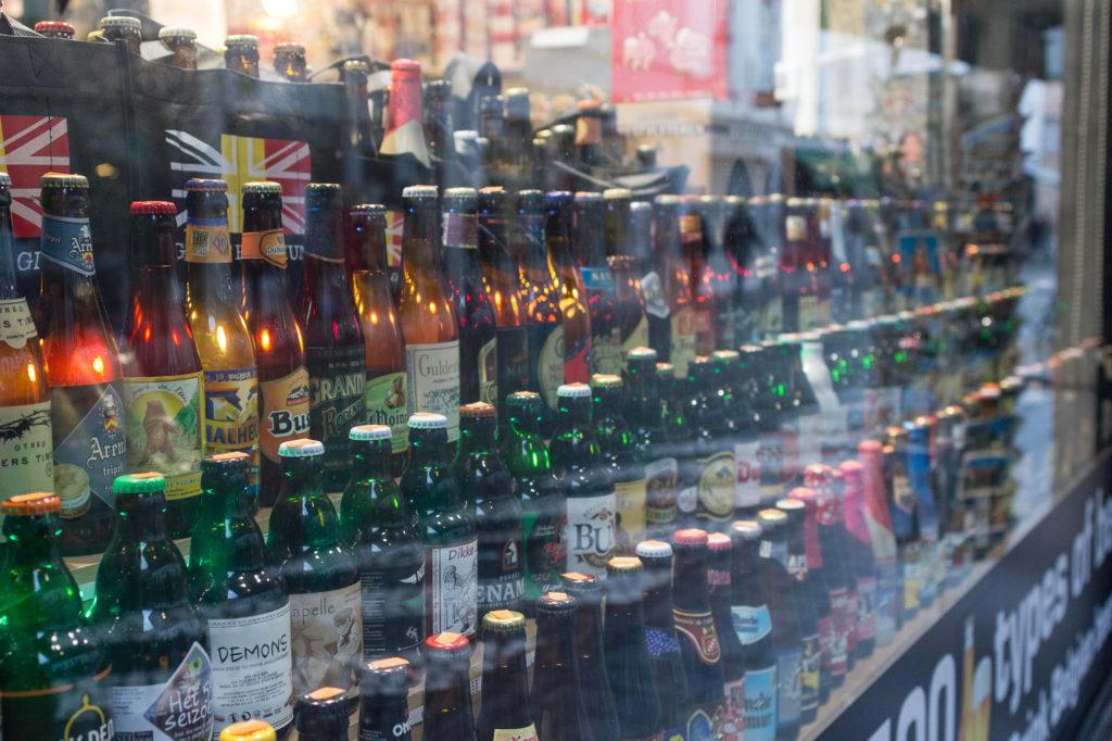 Vitrine de bières, Bruges, Belgique