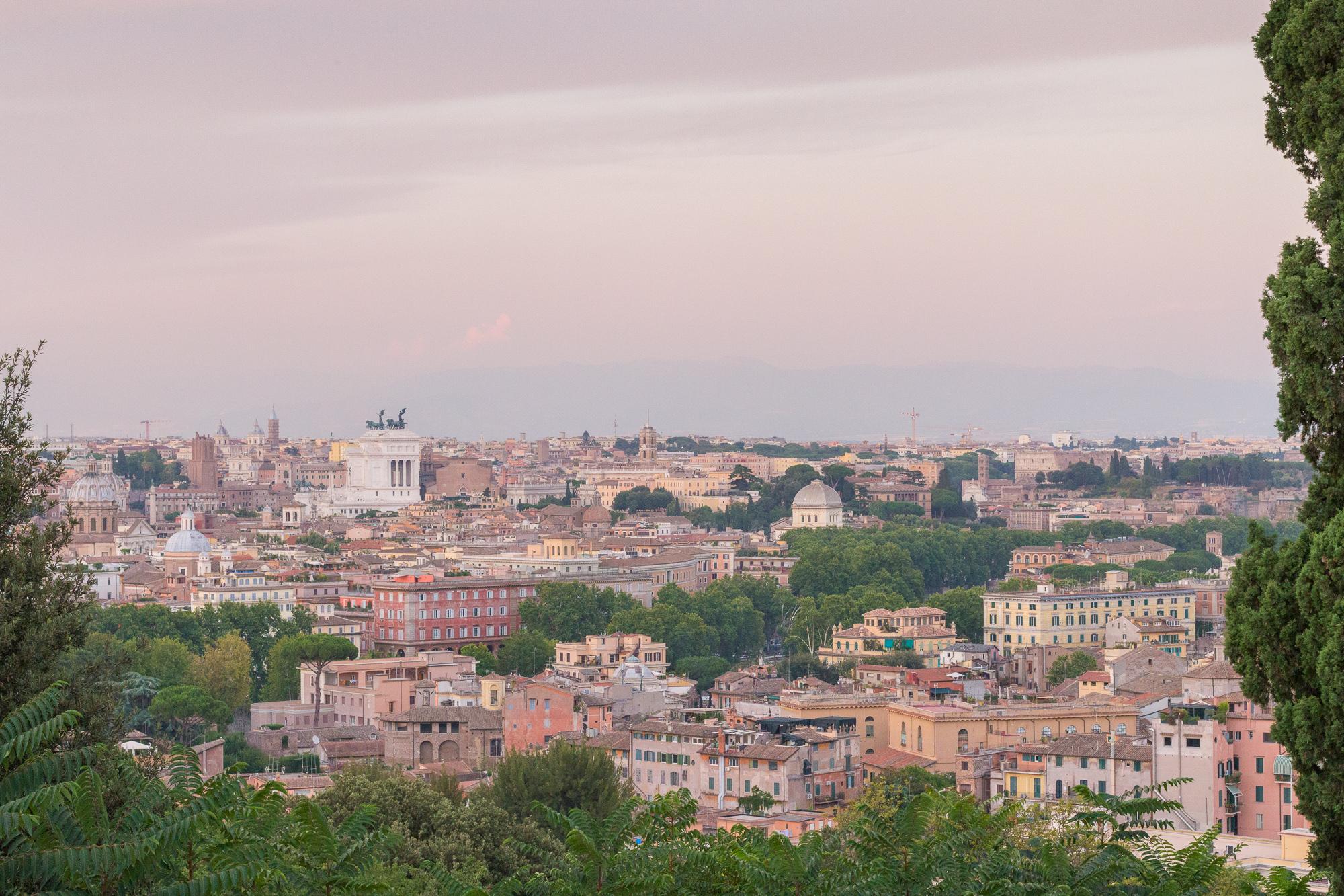 Coucher de soleil sur Rome depuis la colline du Janicule, Italie