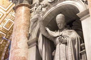 Statue de marbre du pape Léon XII, intérieur de la Basilique Saint Pierre, Vatican