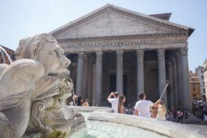 Visage sculpté de la fontaine du Panthéon, Rome, Italie