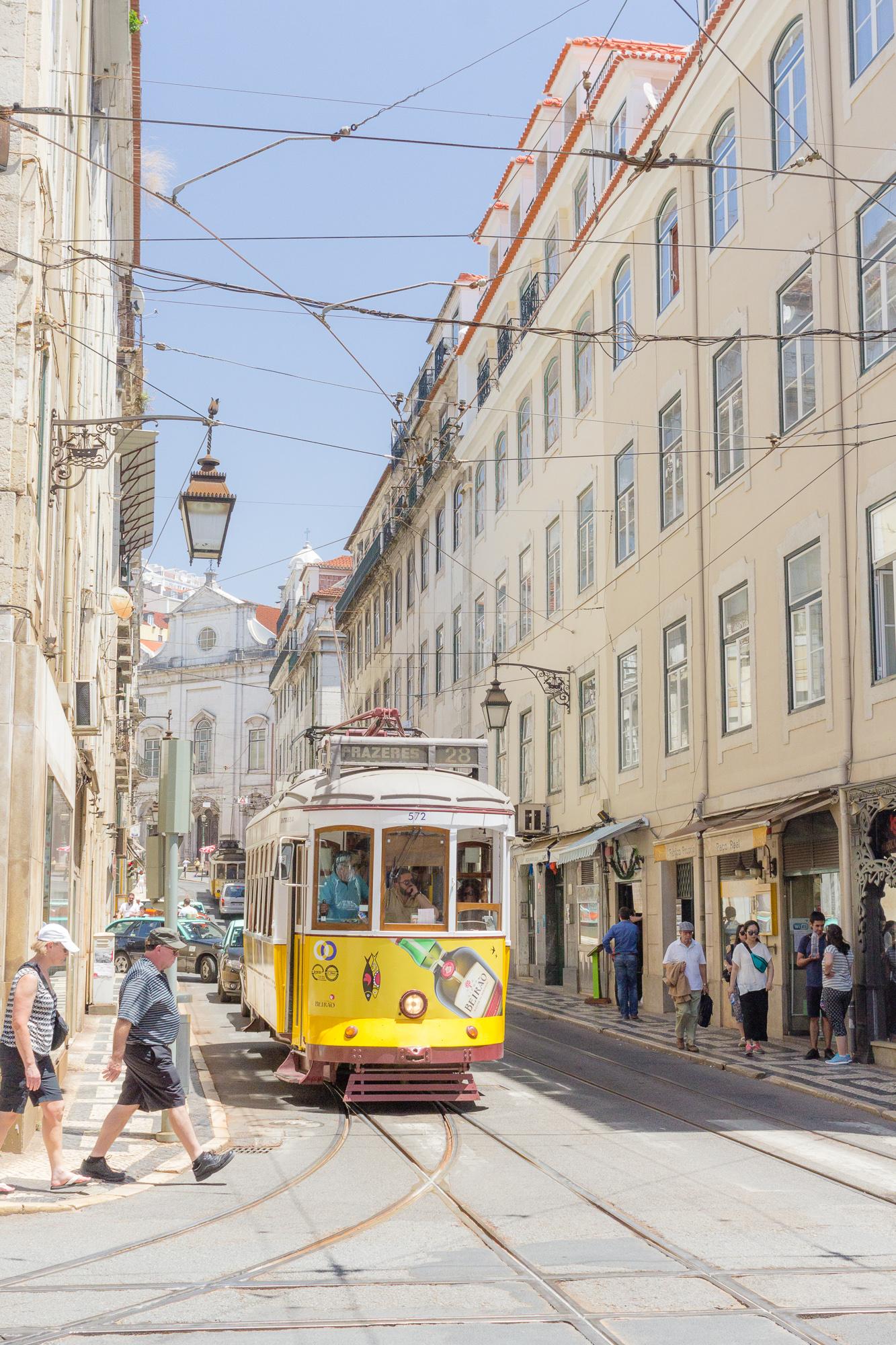 Vieux tramway jaune, ligne 28, Lisbonne, Portugal