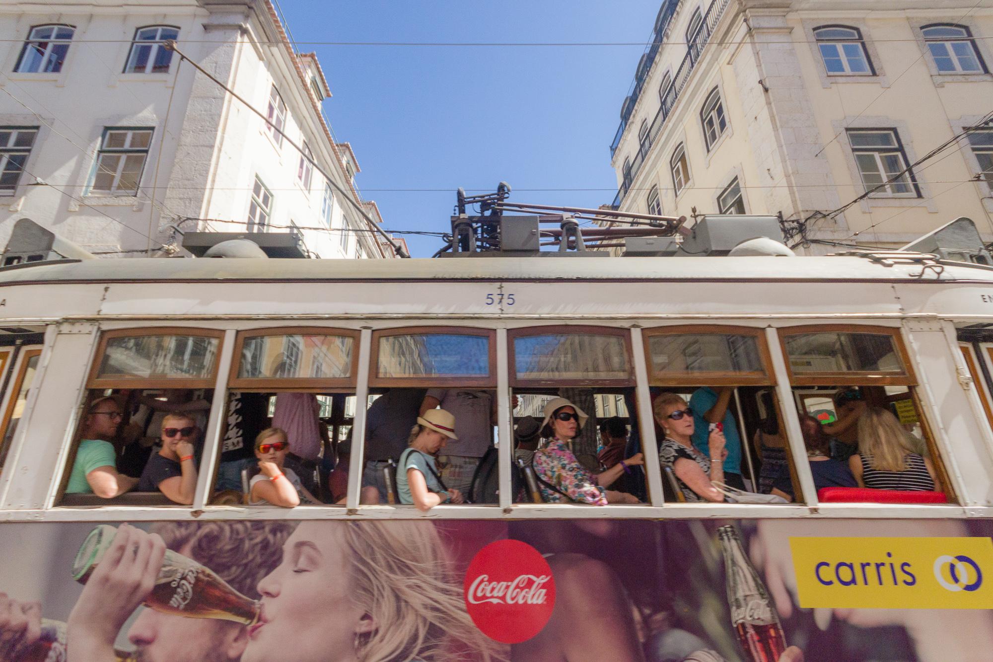 Passagers du tramway, Lisbonne, Portugal