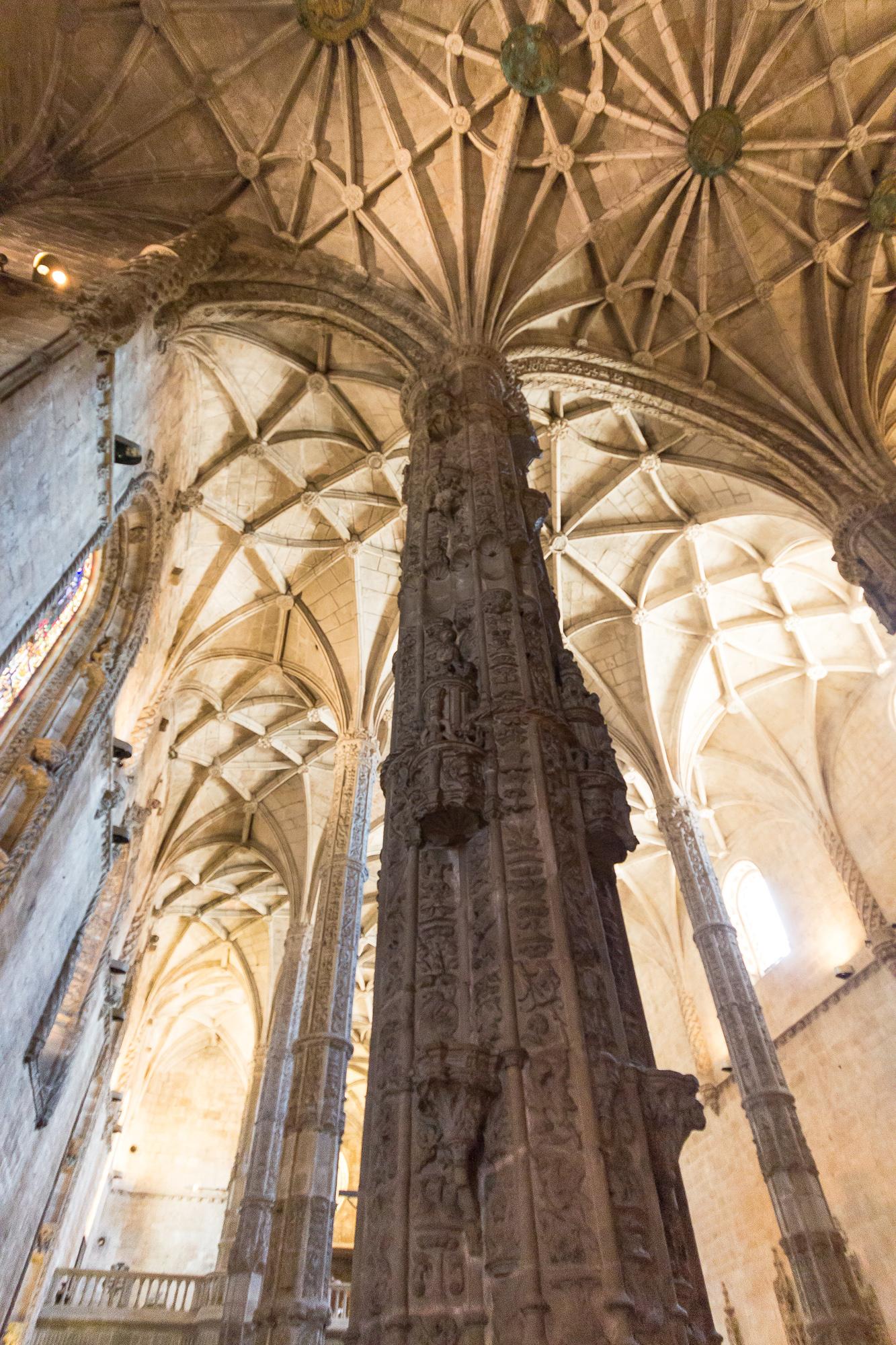 Pilier et voûte de l'église Santa Maria, monastère des Hiéronymites, Belém, Lisbonne, Portugal