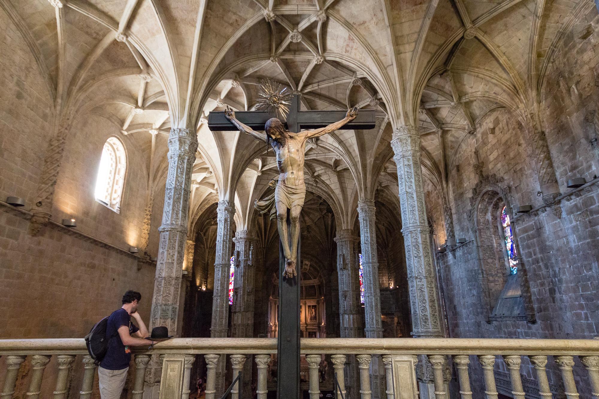 Jésus sur la croix dans l'Église Santa Maria, monastères des Hiéronymites, Belém, Lisbonne, Portugal