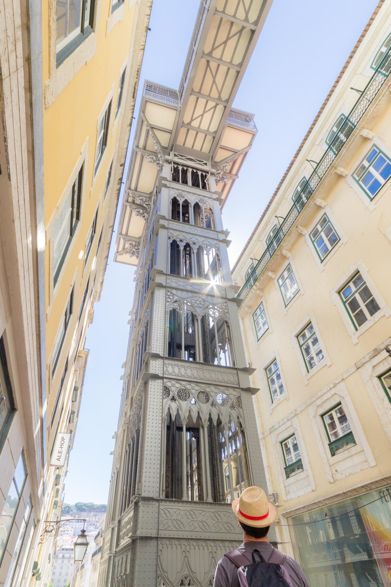 contre-plongée et rayon de soleil elevator Santa Justa, architecture, Lisbonne, Portugal