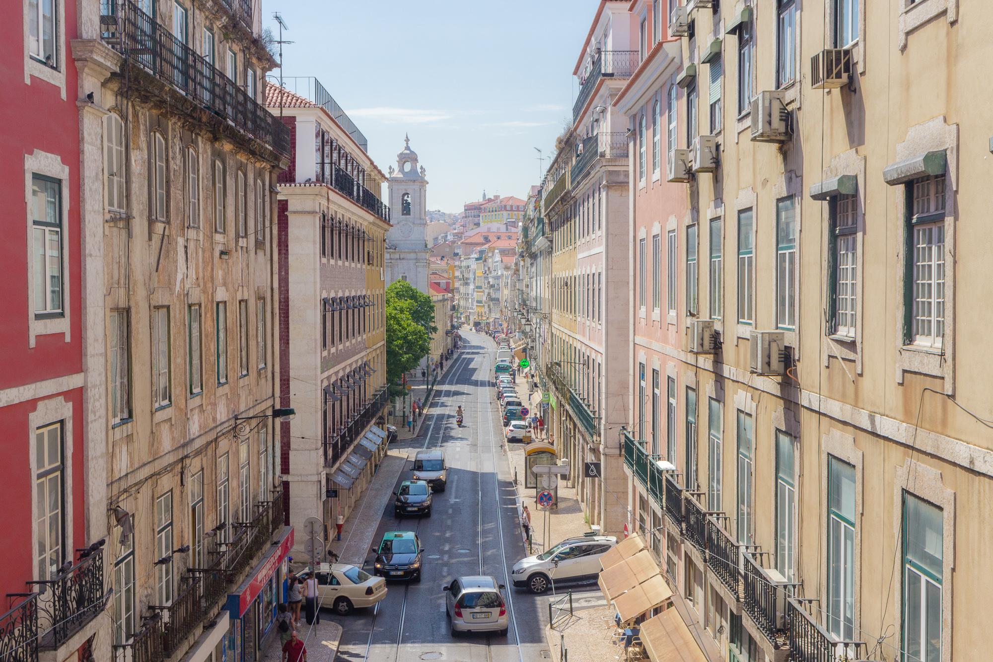 Rue de S. Paulo depuis la rue do Alecrim, Lisbonne, Portugal