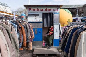 Vieux photomaton dans un marché aux puces à Berlin