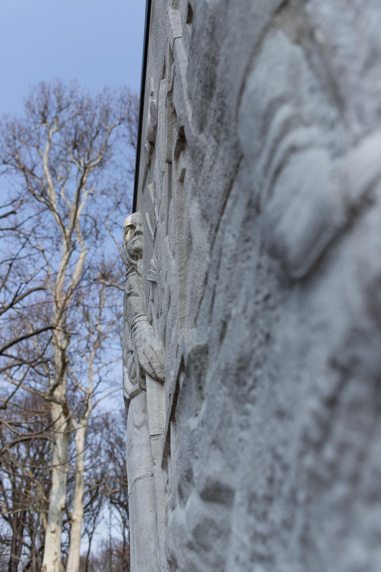 Détail d'un sarcophage du Mémorial Soviétique de Berlin