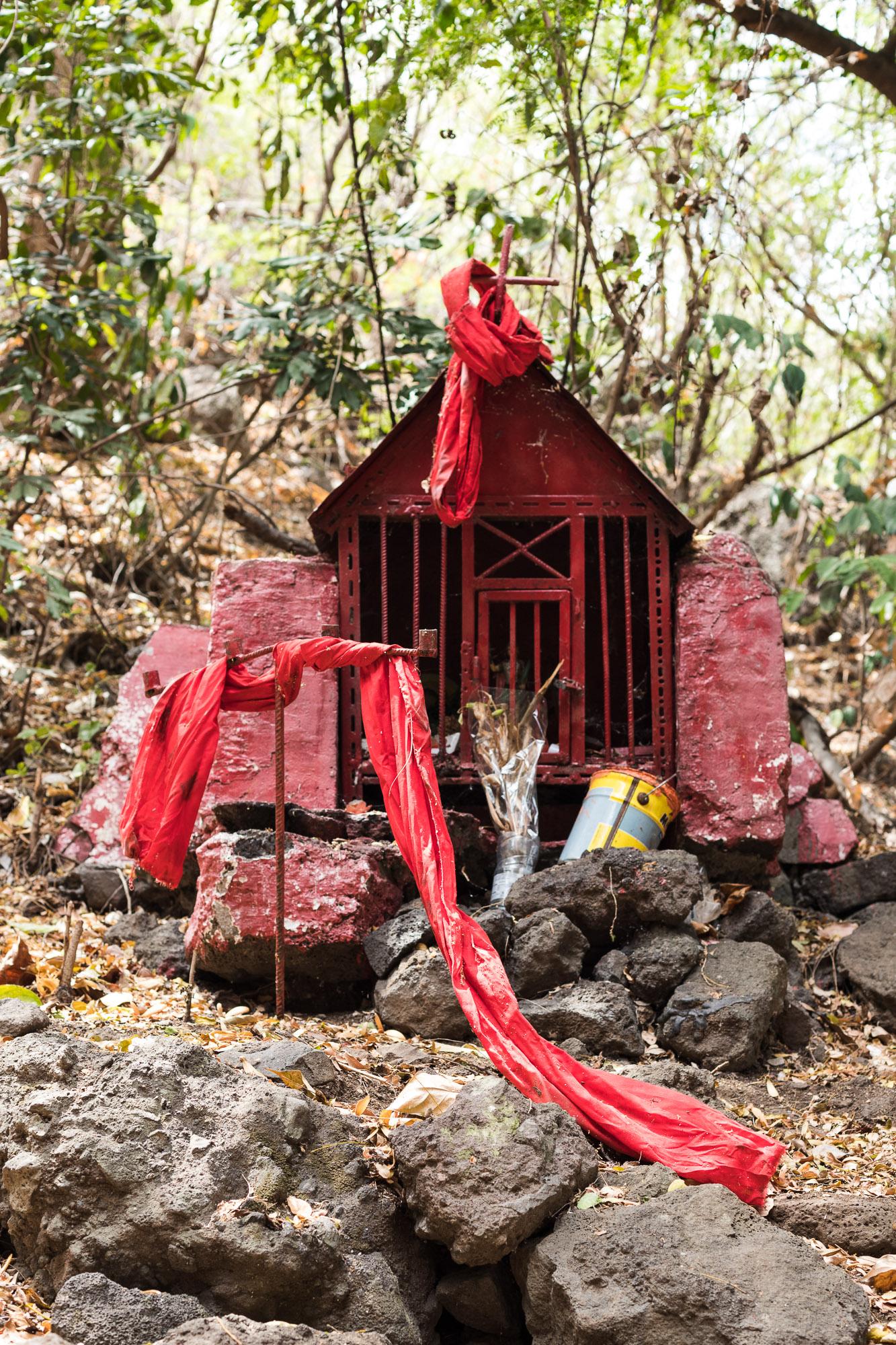 chapelle rouge dédiée à Saint Expedit, 3 bassins, la Reunion