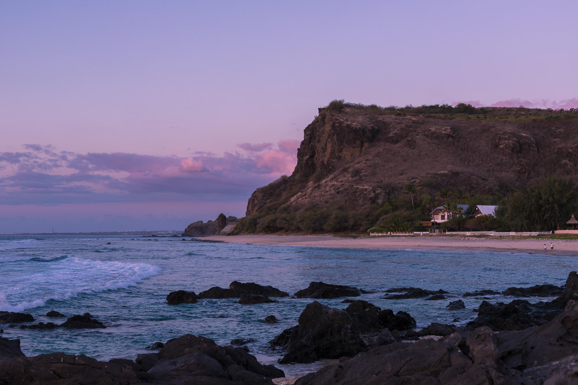 Dernières lueurs roses sur les falaises de Boucan-Canot, La Reunion