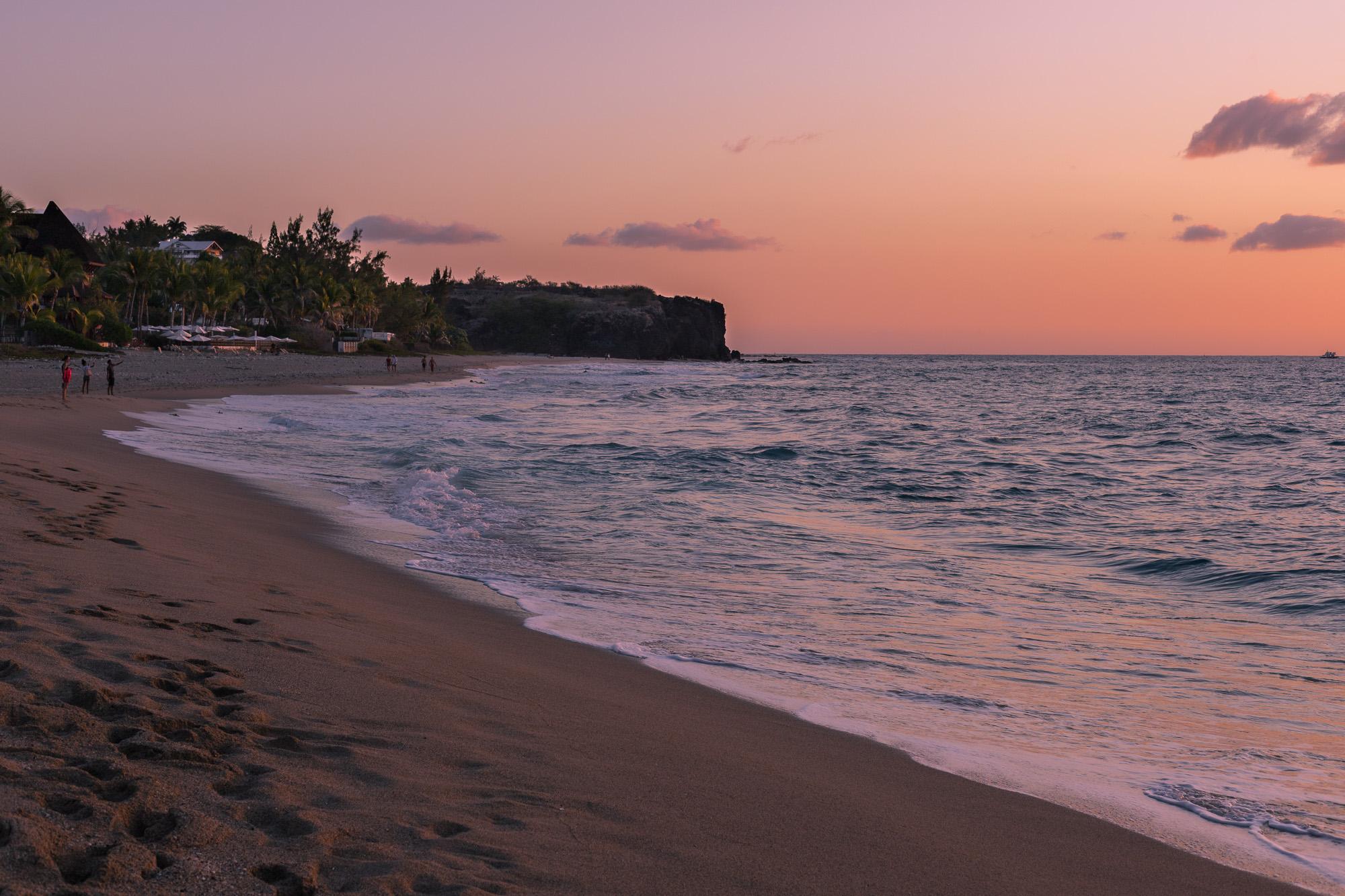 coucher de soleil sur la plage de Boucana-Canot, La Reunion
