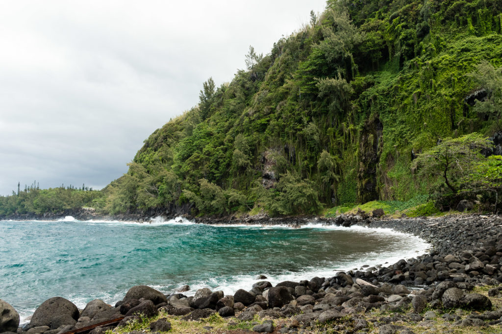 Falaises et mer couleur turquoise, anse des cascades, la réunion