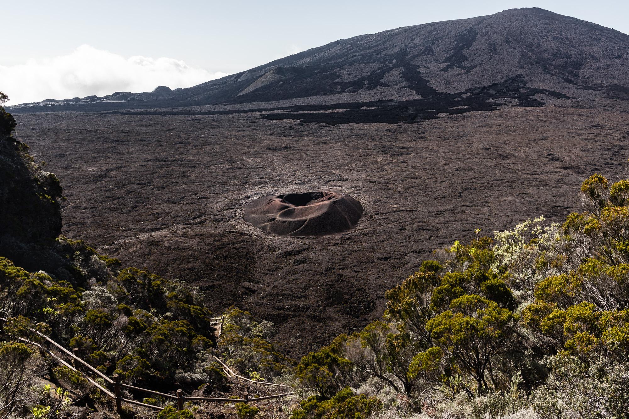 vue cratère formica leo dans enclos piton de la fournaise
