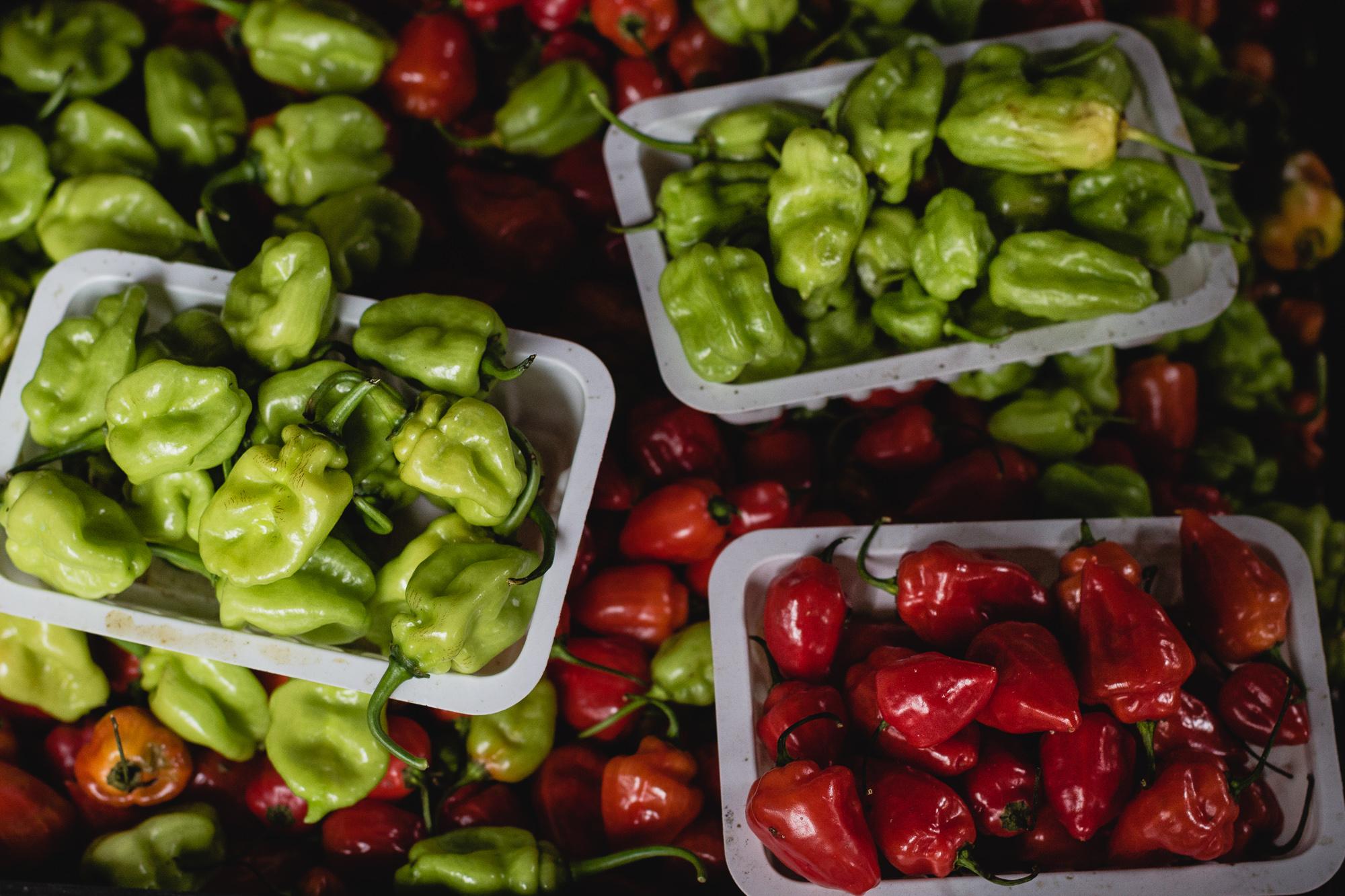 piments rouges et verts petit marché saint denis réunion