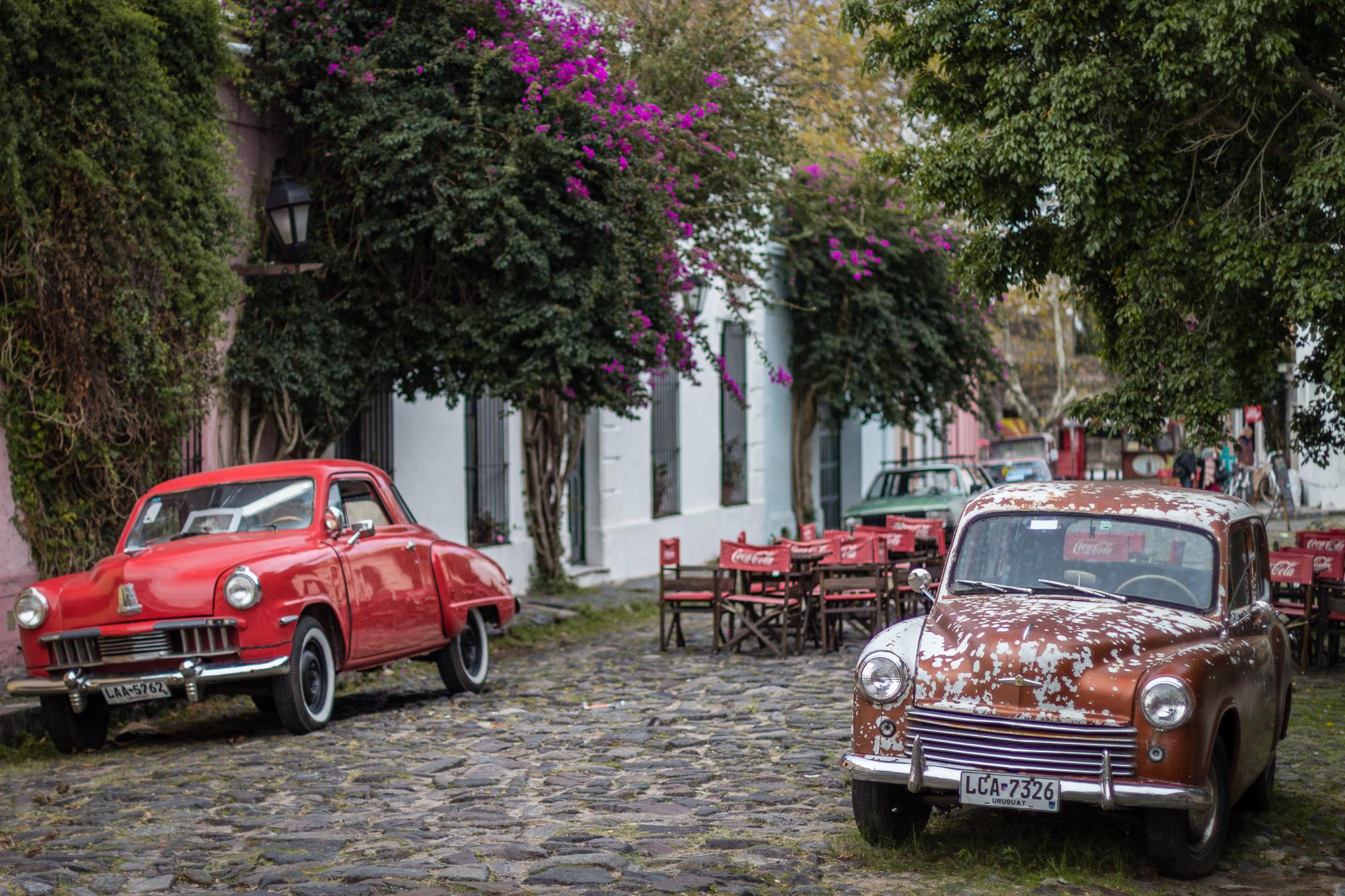 vieilles voitures roiges colonia del sacramento
