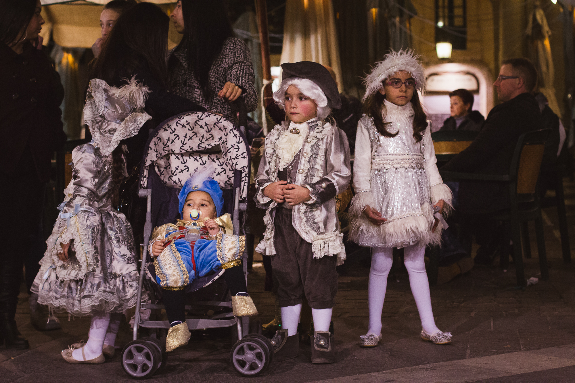 enfants en princes et princesses carnaval malte
