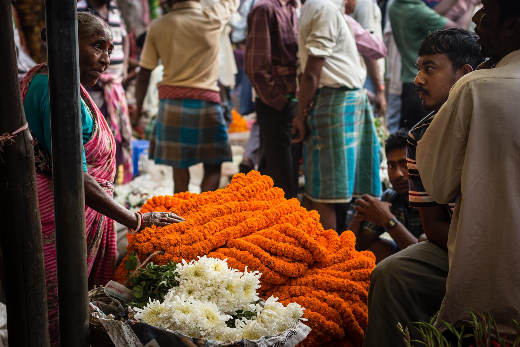 stand guirlande oeillets marché calcutta